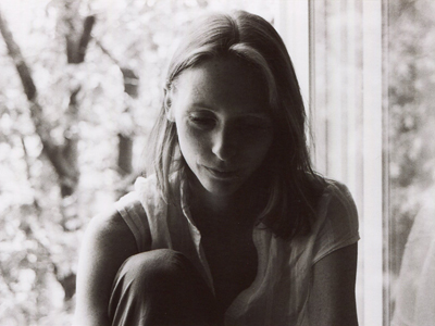 Traurige junge Frau