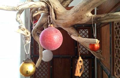 Treibholzwurzel weihnachtlich dekoriert