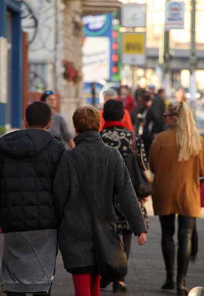 Menschen auf einer Berliner Straße